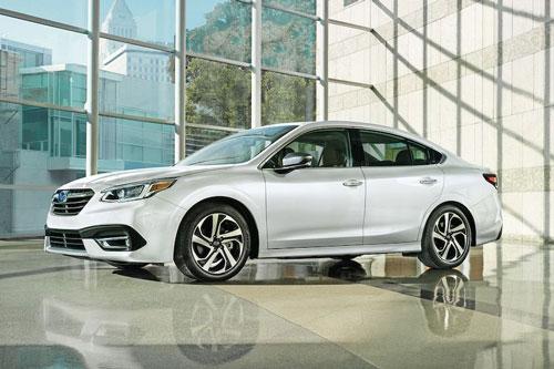 Sedan hạng trung: Subaru Legacy 2020 (giá khởi điểm: 22.745 USD).