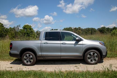 Xe bán tải cỡ nhỏ: Honda Ridgeline 2020 (giá khởi điểm: 33.900 USD).