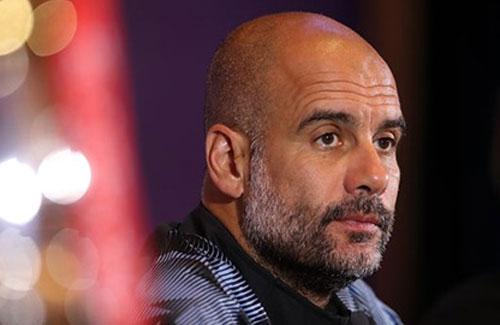 "Fan Man City ""cầu xin"" Guardiola buông Ngoại hạng Anh"