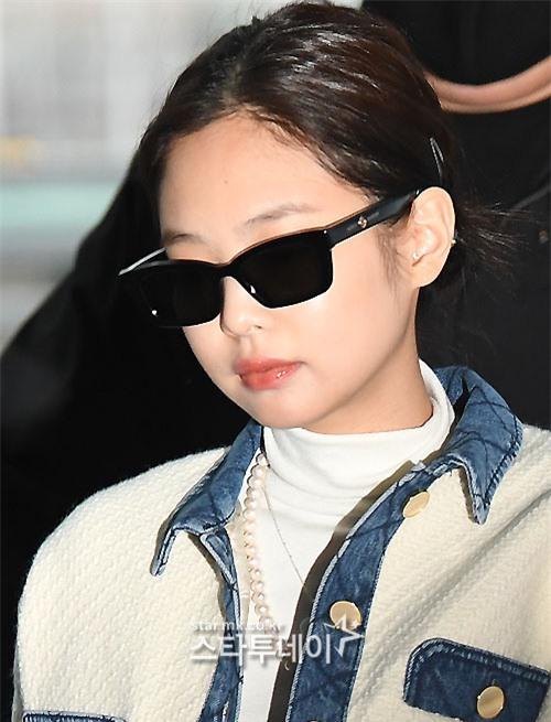 Màn đụng độ hot nhất ngày: Jennie hóa rich kid, mỹ nhân đẹp nhất thế giới năm 2019 và TWICE có cân được BLACKPINK? - Ảnh 5.