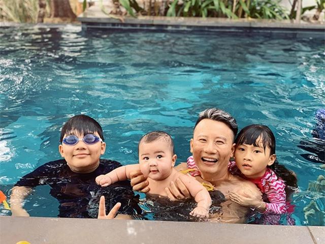 Sao Việt xoay sở trông con ra sao trong mùa dịch corona? - 11