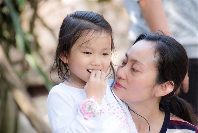 Sao Việt xoay sở trông con ra sao trong mùa dịch corona? - 3