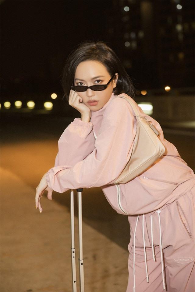 """Diệu Nhi thời thượng tại sân bay, """"đụng hàng"""" với Angelina Jolie, Kendall Jenner - Ảnh 2."""