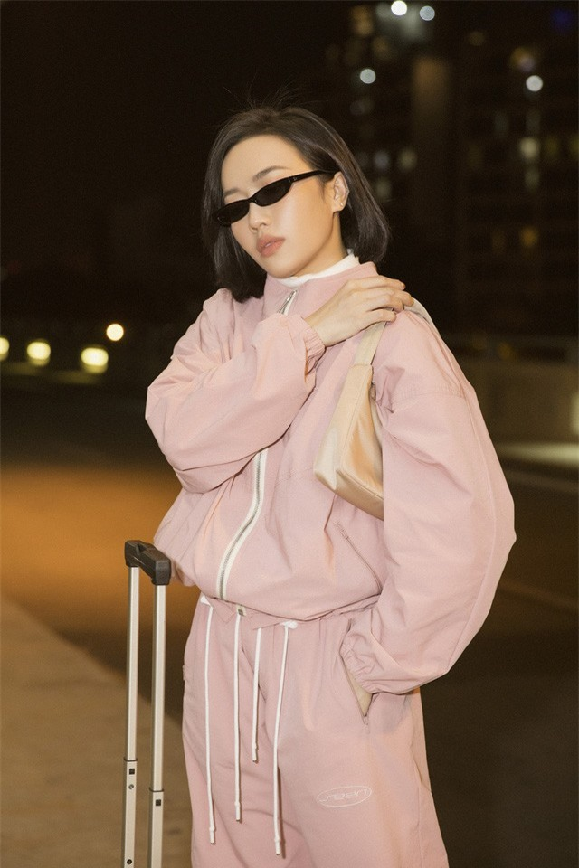 """Diệu Nhi thời thượng tại sân bay, """"đụng hàng"""" với Angelina Jolie, Kendall Jenner - Ảnh 4."""