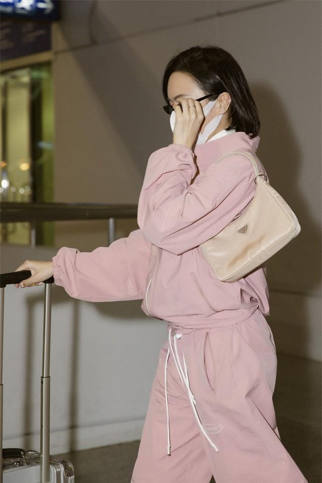 """Diệu Nhi thời thượng tại sân bay, """"đụng hàng"""" với Angelina Jolie, Kendall Jenner - Ảnh 6."""