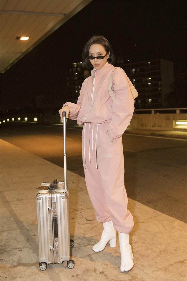 """Diệu Nhi thời thượng tại sân bay, """"đụng hàng"""" với Angelina Jolie, Kendall Jenner - Ảnh 7."""