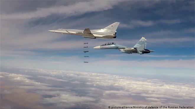 Nga tung nắm đấm, Thổ Nhĩ Kỳ lập tức xuống thang: Hỏa lực đã có tiếng nói ở Syria - Ảnh 2.
