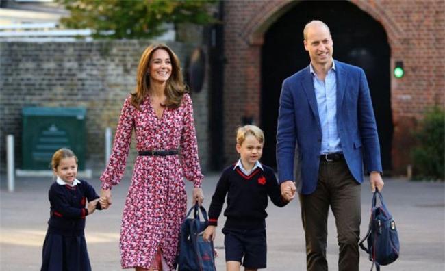 Nữ Công tước Kate Middleton thừa nhận có lỗi với con, nhưng cách dạy con của cô khiến nhiều người tâm phục, khẩu phục - Ảnh 3.