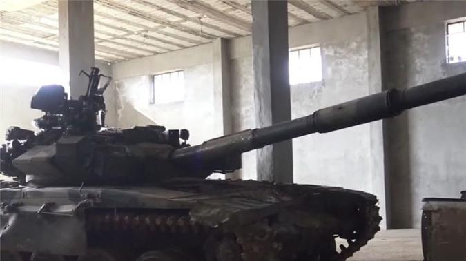 phien quan syria su dung xe tang t-90 trong giao tranh o aleppo hinh 1