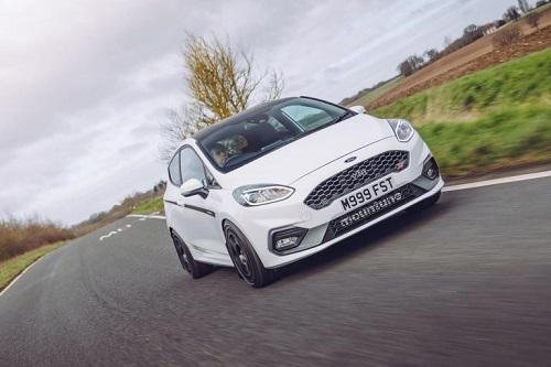 """Ford Fiesta ST với động cơ tăng áp, 3 xi lanh được """"hô biến"""" đạt công suất 235 mã lực"""