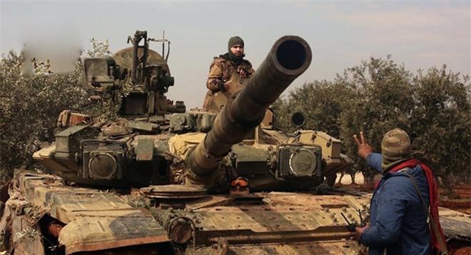 Xe tăng T-90 liên tiếp bị bắt sống ở Syria: Nắm đấm chủ lực của Quân đội Nga hở sườn? - Ảnh 1.
