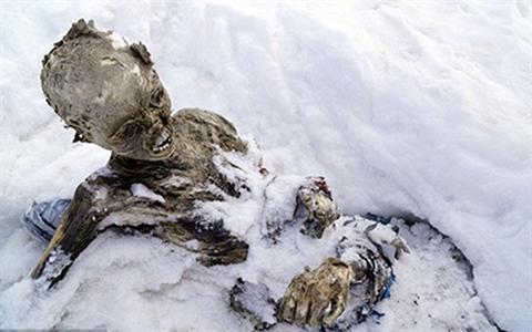Những xác chết bị lộ do băng tan ở Everest. Ảnh minh họa