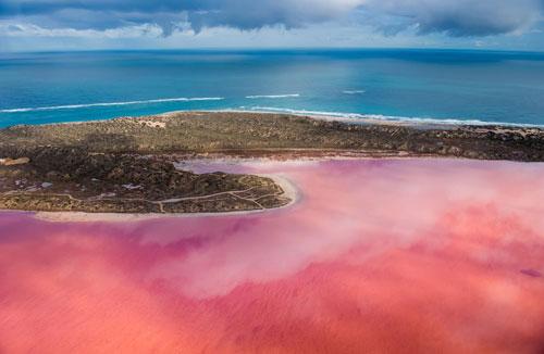 Hình ảnh chụp từ trên cao hồ Hutt Lagoon nổi tiếng ở Tây Australia.