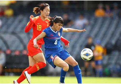 Pan Yen-hsin (phải): 24 tuổi, hậu vệ ĐT Đài Loan (Trung Quốc). Ảnh: Tin247.com.