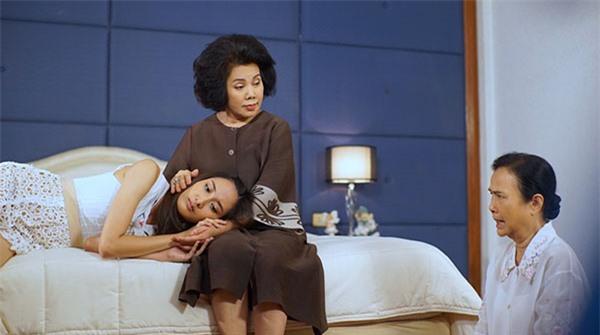 Con dâu vừa lên bàn mổ, mẹ chồng đã tất tưởi chạy ra ngoài, hành động phía sau của bà khiến dâu trẻ ấm lòng quên đau - Ảnh 1