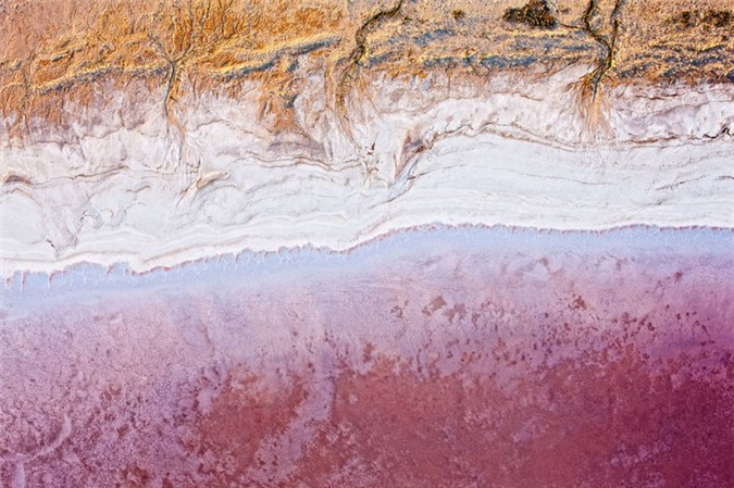 Hồ Eyre ở miền nam Australia.