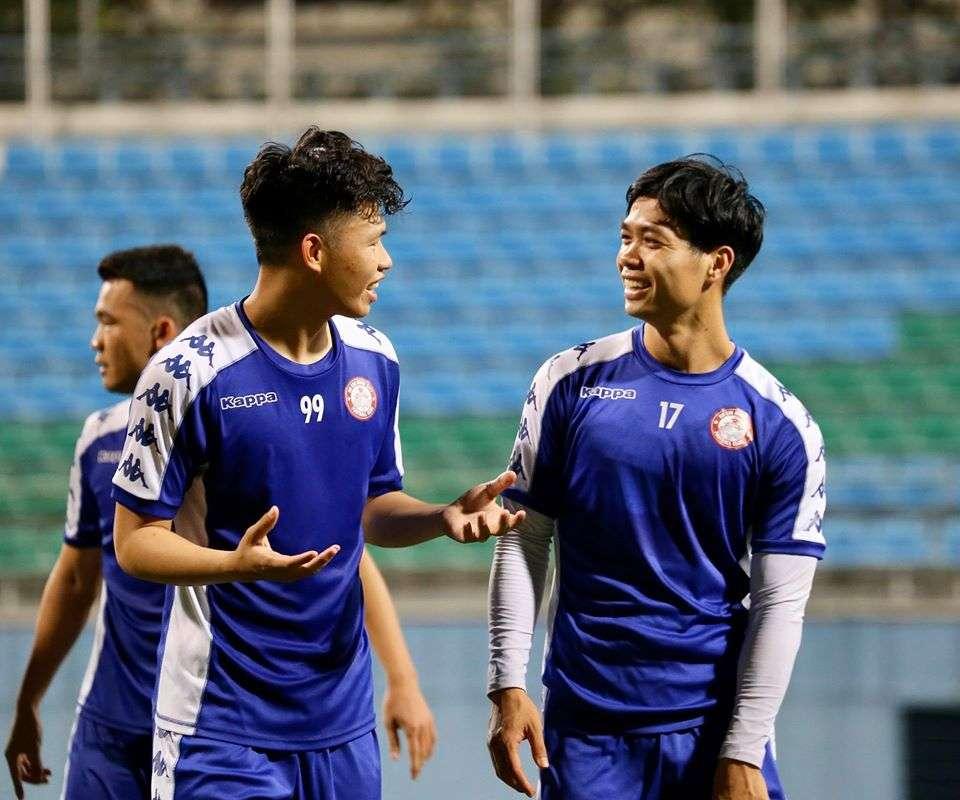 Công Phượng và các đồng đội đã có mặt tại Singapore chuẩn bị đối đầu Hougang United.