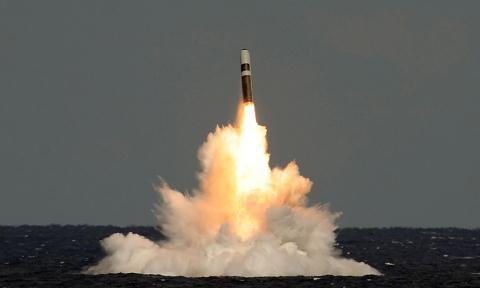 Tàu ngầm Mỹ phóng tên lửa Trident II D5.