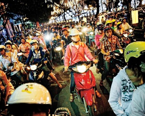 Trẻ em và trẻ vị thành niên ở TP. Hồ Chí Minh đang phải tiếp xúc thụ động với bầu không khí ô nhiễm đáng báo động trên đường đến trường và về nhà mỗi ngày