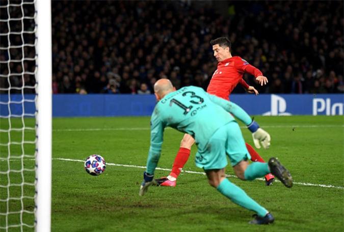 Lewandowski ấn định tỷ số 3-0 ở phút 76