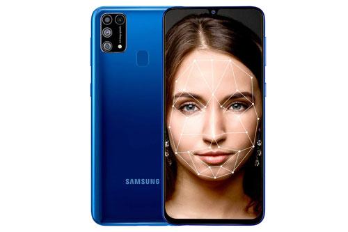Samsung Galaxy M31 sử dụng vỏ ngoài bằng nhựa polycarbonate nhưng được làm giả kính. Kích thước và trọng lượng của máy chưa được hé lộ.