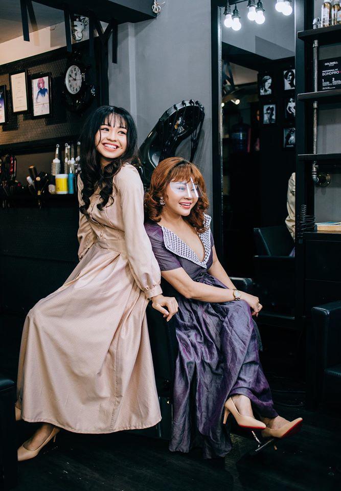 Không sở hữu nét đẹp sắc sảo, nhưng dung mạo ngọt ngào và gout ăn mặc dịu dàng, nữ tính của Lê Lộc nhiều năm qua vẫn ghi dấu ấn trong lòng người hâm mộ.
