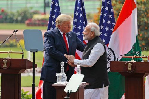 Thủ tướng Ấn Độ Narendra Modi và Tổng thống Mỹ Donald Trump. (Ảnh: AP)