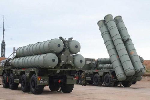 Belarus không có ý định mua sắm tổ hợp tên lửa phòng không tầm xa S-400 Triumf. Ảnh: Avia.pro.