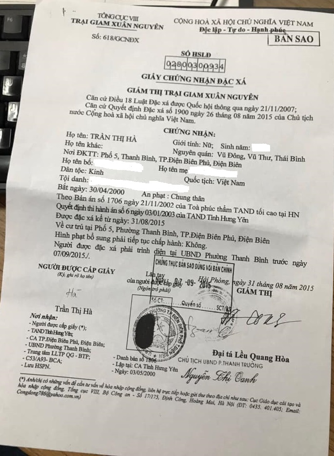 Giấy đặc xá theo Quyết định của Chủ tịch Nước ghi rõ Trần Thị Hà đã chấp hành xong bản án từ 31/8/2015, không có hình phạt bổ sung, nhưng Cục Thi hành án dân sự tỉnh Điện Biên vẫn ra quyết định trái với Quyết định của Chủ tịch Nước, vẫn yêu cầu Hà phải thi hành án bổ sung khoản lãi chậm thi hành án lên tới hàng trăm triệu đồng.