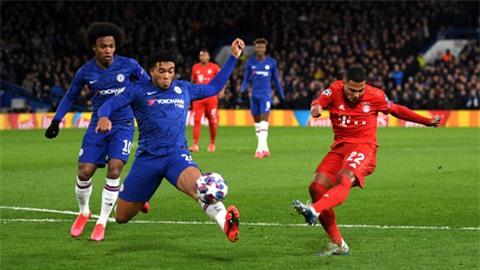 Chelsea (trái) đứng trước thử thách quá nặng nề ở trận lượt về vào 19/3