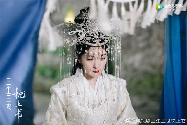 Fan gào thét vì tạo hình cô dâu của Địch Lệ Nhiệt Ba trong Chẩm thượng thư... quá nổi bật - Ảnh 4.