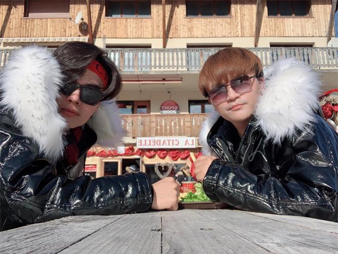 Thời gian qua, nam MC cùng đàn em kém tuổi thường xuyên có những động thái cực tình cảm, công khai trên mạng xã hội như đi du lịch chung, mặc đồ đôi với nhau.