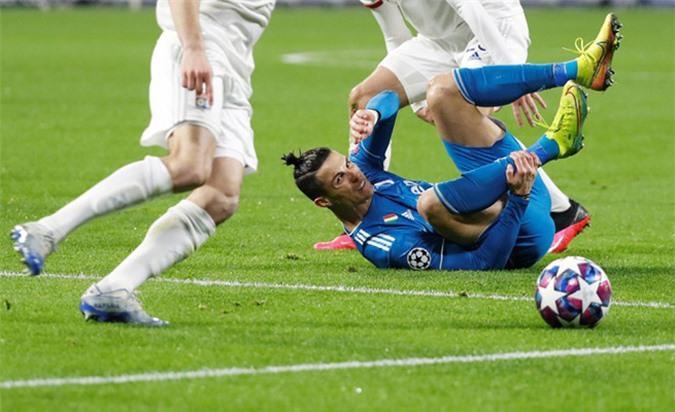 Ronaldo bất lực trước hàng thủ chặt chẽ của Lyon