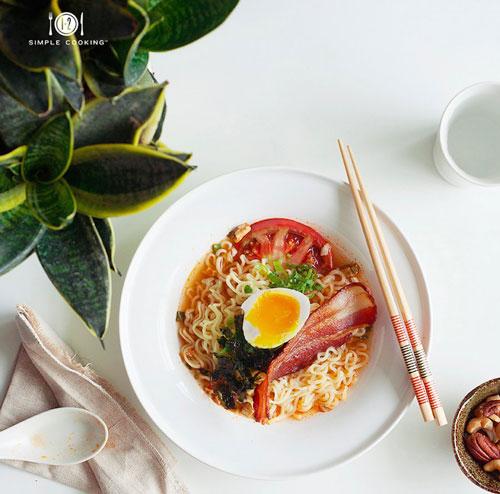 Mì tôm trứng, thịt nguội là món ăn ngon cho bữa sáng