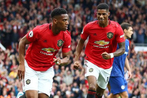 Martial và Rashford (phải) từng ghi bàn trong 1 trận đấu sau khi đá hỏng phạt đền.