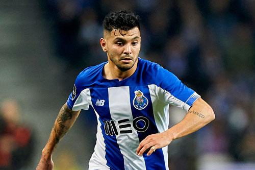 Hậu vệ phải: Jesus Corona (Porto).