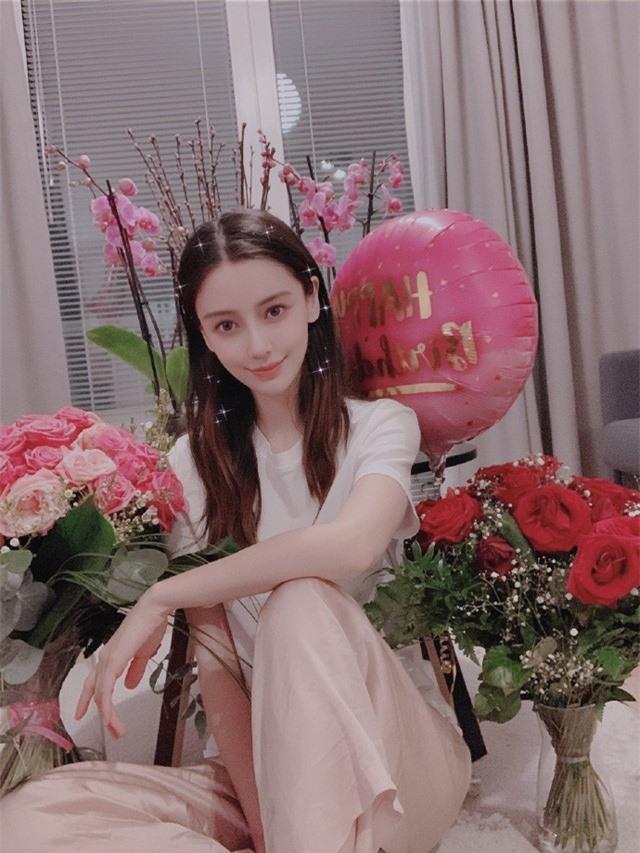 Angelababy rạng rỡ đón sinh nhật tuổi 31, Huỳnh Hiểu Minh vẫn vắng mặt - Ảnh 2.