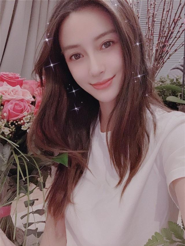 Angelababy rạng rỡ đón sinh nhật tuổi 31, Huỳnh Hiểu Minh vẫn vắng mặt - Ảnh 4.