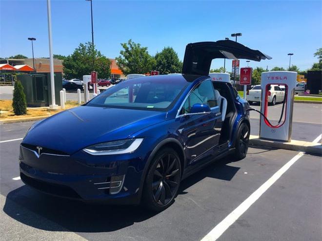 Bo suu tap xe hoi xa xi cua ty phu Elon Musk hinh anh 9 5b3bd5bf39a28723008b478e.jpg