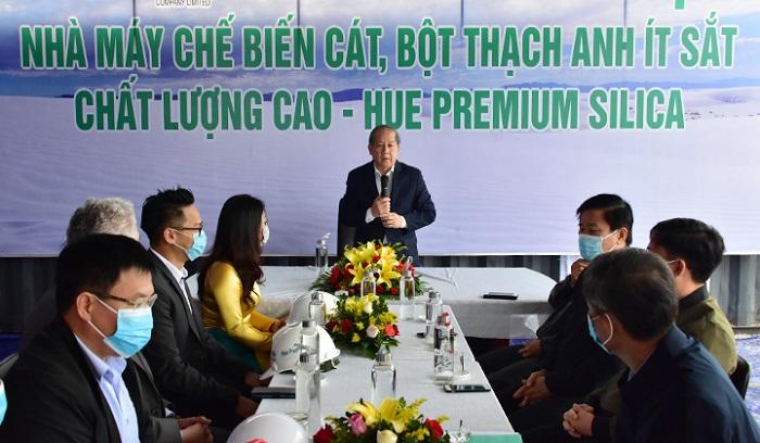 Ông Phan Ngọc Thọ đánh giá cao Tập đoàn Việt Phương đã nỗ lực để nhà máy chế biến cát, bột thạch anh ít sắt chất lượng cao được chính thức khởi động xây dựng