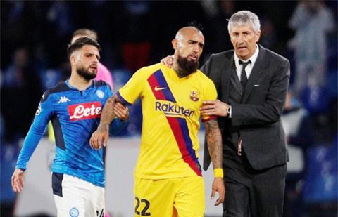 Chật vật cầm hòa Napoli 1-1, Barca sẽ lại hướng đến El Clasico với rất nhiều bất ổn hậu trường