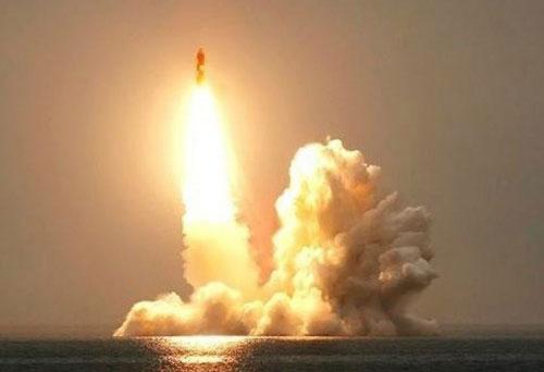 Tiến sĩ Khoa học quân sự Konstantin Sivkov, Nga vừa có những so sánh sức mạnh của tên lửa hạt nhân thế hệ mới Bulava với tên lửa hạt nhân 30 tuổi Trident II D5 của Mỹ, cuối cùng ông kết luận tên lửa của Nga vẫn còn nhiều điểm thua kém so với sản phẩm cùng loại của Mỹ.