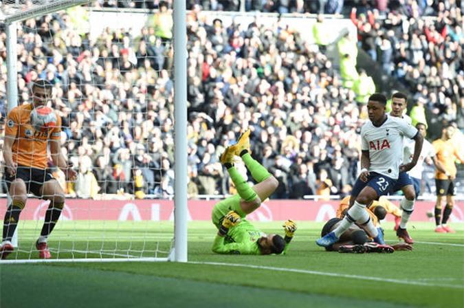 Bergwijn mở tỷ số từ rất sớm cho Tottenham