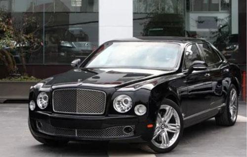 """Bentley Continental GTC Speed là một trong số cái tên không thể không nhắc đến trong danh sách những """"xế khủng"""" của """"vua hàng hiệu""""."""