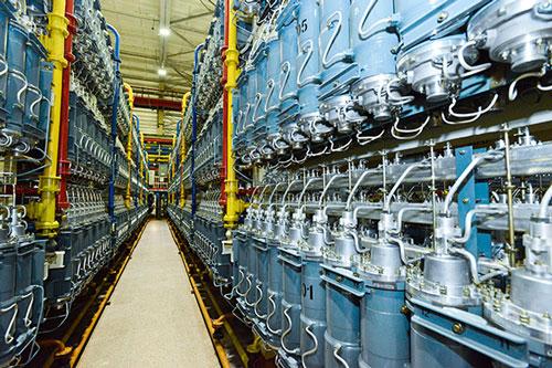 Các dàn máy ly tâm khí làm giàu uranium . Ảnh : Pavel Orlov