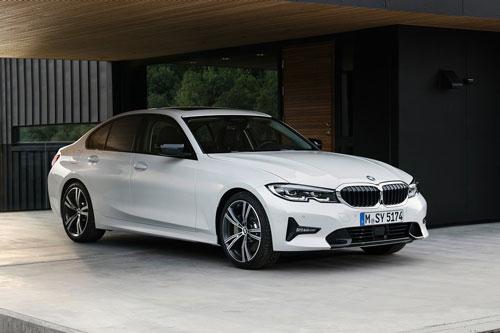 8. BMW 3 Series (doanh số: 333.575 chiếc).