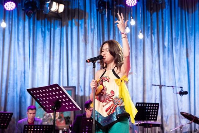 Hoàng Thùy Linh bị chê hát phô và chênh với ca khúc hit do Đông Nhi sáng tác cách đây 10 năm - Ảnh 1.