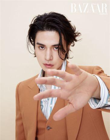 Lee Dong Wook mềm mại trong loạt ảnh mới - Ảnh 6.