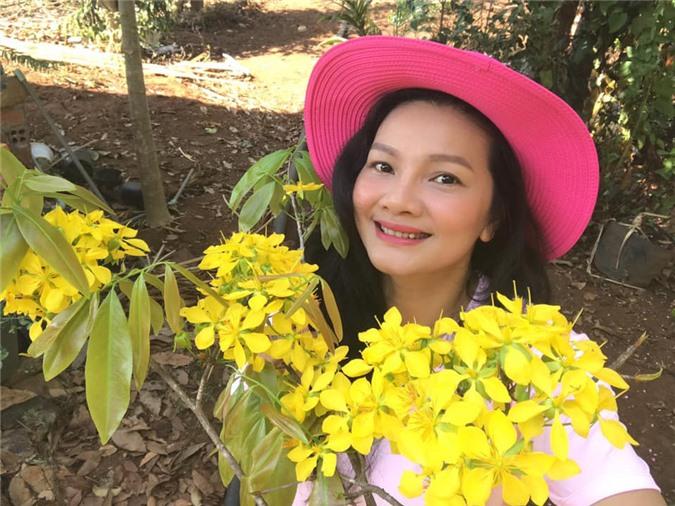 Vườn cây ăn quả, hoa lá ngập tràn rộng 5000m2 của diễn viên Kiều Trinh - Ảnh 5.