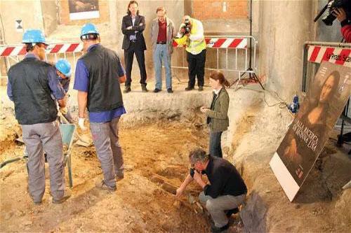 Các nhà khảo cổ tiến hành tìm mộ bà Lisa Gherardini tại tu viện cũ St. Ursula
